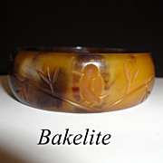 SALE Vintage Marbled Bakelite Carved Bird Bangle Bracelet