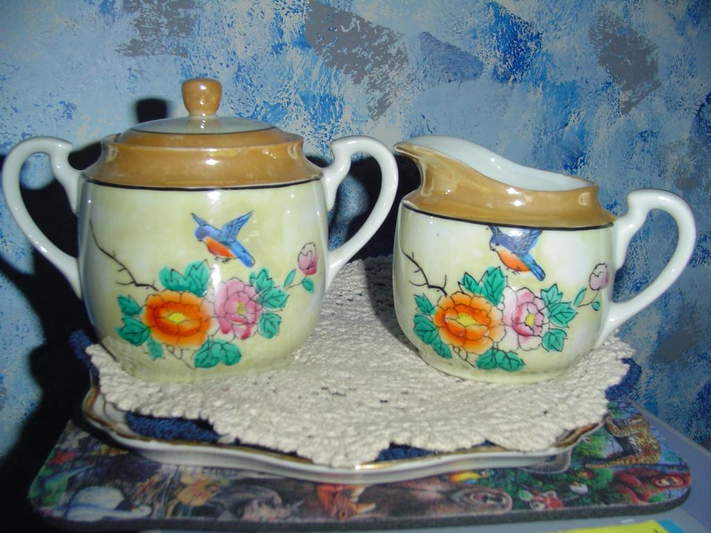 Luster Set of Creamer and Sugar Dish