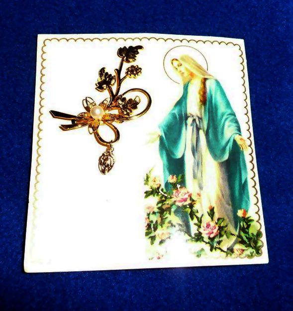 Miraculous Medal Daisy Pin with Pearl *MINT