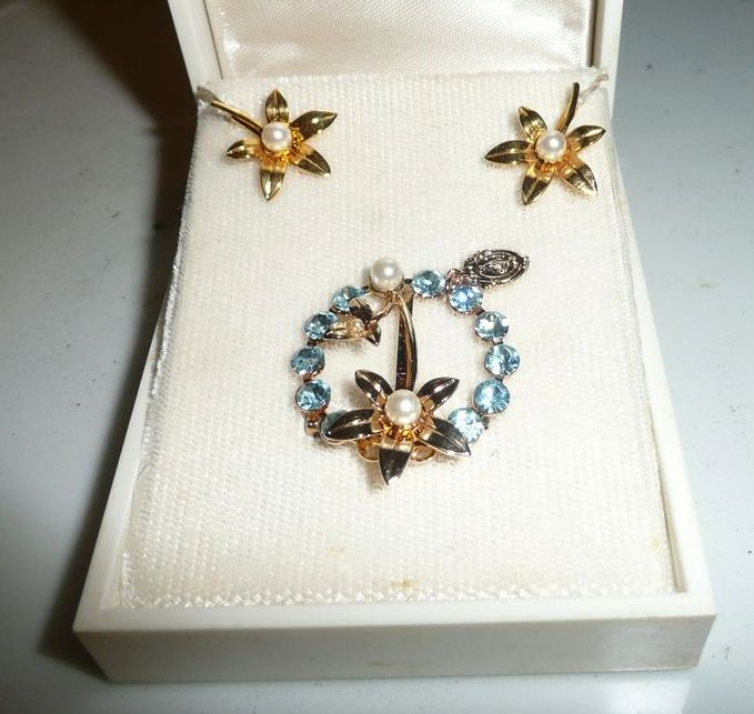 Beautiful Vintage  set of Miraculous Medal Blue Rhinestones/Pearl Pin with Earrings