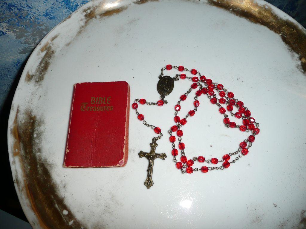 Catholic Prayer Wallpaper Therese Roman Catholic Red