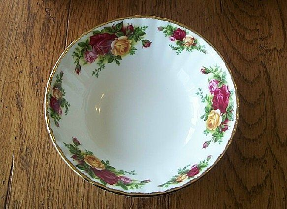 Eight Royal Albert Old Country Roses Bowls