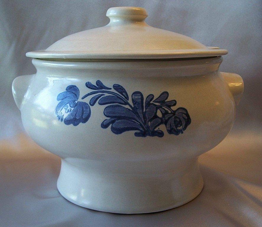 Stoneware Soup Tureen By Pfaltzgraff Yorktowne From
