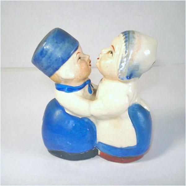 Kissing dutch couple figural salt and pepper shakers from coppertonlane on ruby lane - Salt and pepper shakers hugging ...