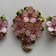 Vintage Dogwood Flower Brooch Clip Earrings Rhinestone Lucite Plastic SET BEAUTIFUL
