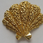 "Vintage Crown Trifari Gold Plated LARGE  ""FAN""  Scalloped  Sea Shell Brooch Pin"