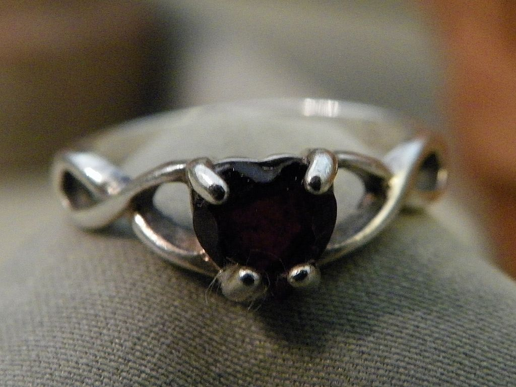Sterling Silver Heart Garnet Ring With Eternity Setting Size 6