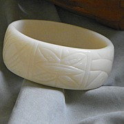 "SALE 1"" Wide Molded Modern Design Ivory Colored Lucite Bangle Bracelet"