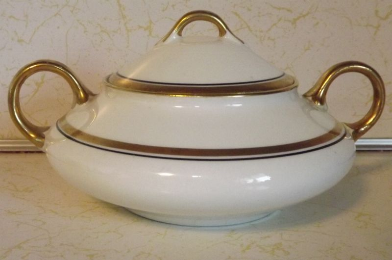 Pope Gosser round covered Sugar Bowl with handles