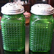 SALE Illinois Ohio Range Shaker Set in Green Glass