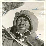 John Mills Autograph on 8 x 10 Press Photo. CoA