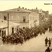 WW1: Poland. Russian soldiers marching along a street in Kowe