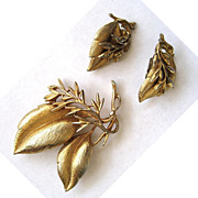 SALE Sarah Coventry Gold tone Leaf Demi Parure - Pin/Earrings