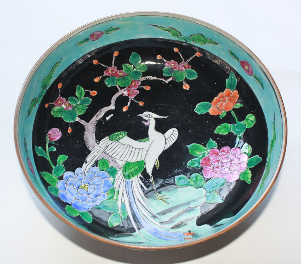 Chinese Export Famille Noire bowl Mid to Late 19th Century