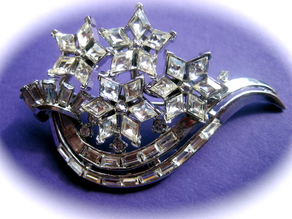 Crown Trifari Brooch/Pin by Designer Alfred Philippe – Book Piece