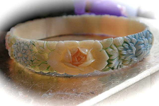 1930s Celluloid hand Painted Bangle Bracelet