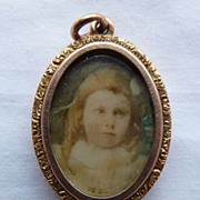 Edwardian 9ct Gold Oval Locket Pendant