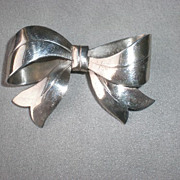 Fun Vintage Sterling Silver Bow Pin
