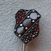 Stunning 9k Gold  and Garnet Stick PIn
