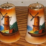 Hand Painted Dutch Windmill Salt And Pepper Shakers / Made In Japan