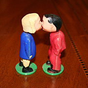 Vintage Bobble Head Kissing Dolls made in British Hong Kong