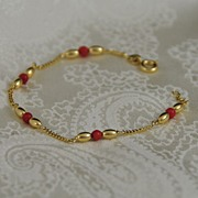 Delicate & Superb  18K Yellow Gold and Carnelian Bracelet