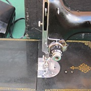 Singer Featherweight Sewing Machine 221-1 1947
