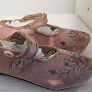 Pink Party Shoes with embroidery