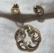 A & Z Gold Filled Ornate Circle Pin & Earrings Fine Vintage Jewelry Set