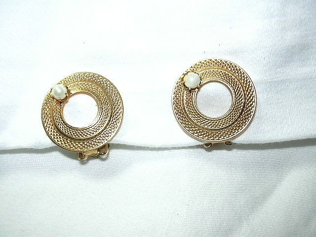 Circle Pin Clip Earrings