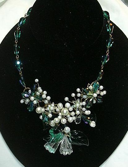 Fabulous Necklace Earring Set Green Glass  Leaves & Faux Pearls