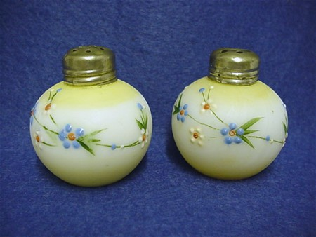 "Salt and Pepper Shaker Mt. Washington Glass ""Little Apple"""
