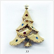 Signed *JJ* Vintage Rhinestone Christmas Tree Pin