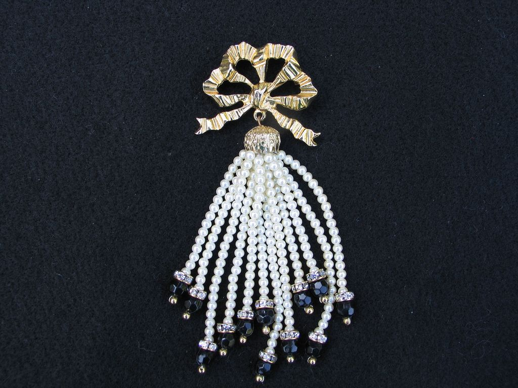 Carolee Bow With Imitation Pearl Waterfall Cascade Pin Brooch