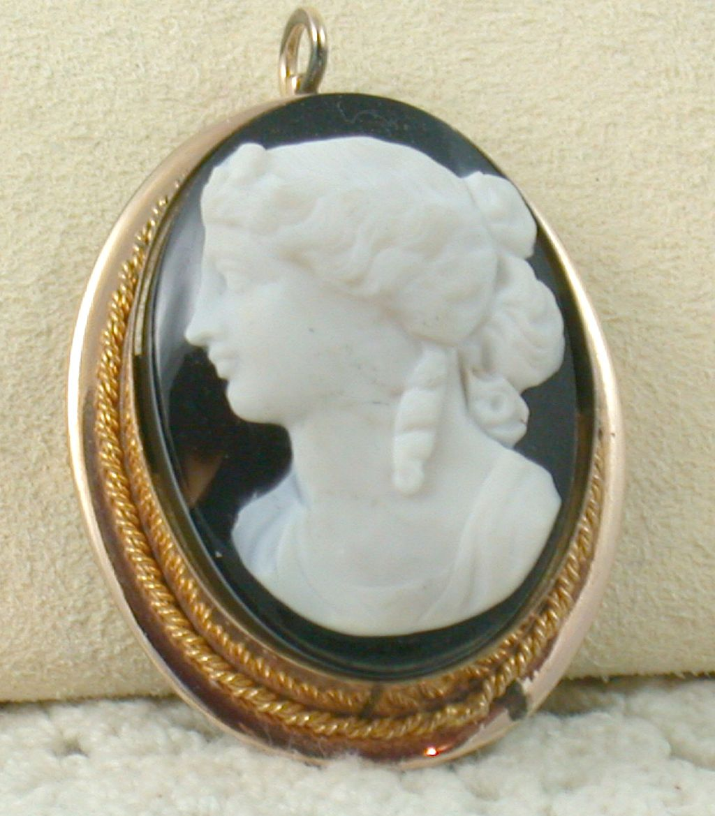 Vintage Gold Filled Sardonyx Cameo Brooch/Pendant