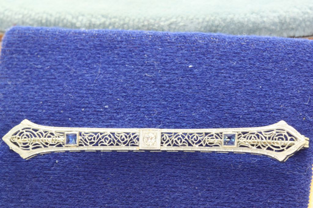 18K/Platinum Diamond Sapphire Filigree Bar Pin