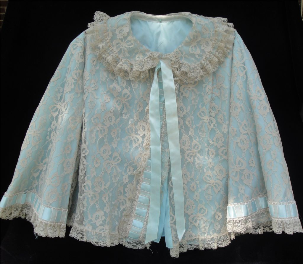 YUMMY YUM Vintage Lace Bed Jacket!