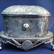Wilcox Quadruple Plate Cask on Stand, Aesthetic Period Design