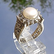 14kt White Gold Vintage Freshwater Pearl/Multi Diamond Ladies Ring
