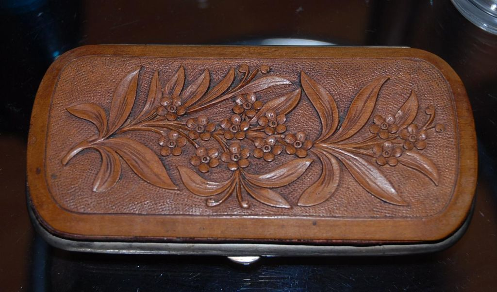 A Swiss Black Forest Antique Finest Carved Wood(walnut) Art Cigar Case