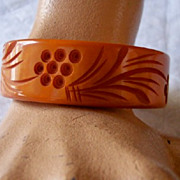 SALE GORGEOUS Vintage BAKELITE Bangle Carved Very Deeply Butterscotch Bakelite
