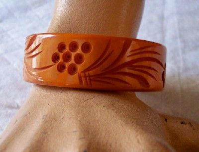 GORGEOUS Vintage BAKELITE Bangle Carved Very Deeply Butterscotch Bakelite