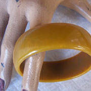 SALE CHIC Vintage BAKELITE Bangle Mustard Colored Bakelite