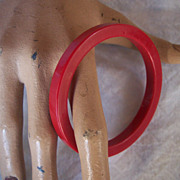 SALE Vintage BAKELITE Bangle Saucer Shaped Lipstick Red!