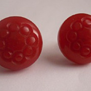 SALE Vintage BAKELITE Earrings, Carved Bakelite Earrings, Round with Screw Backs, Lipstick Red
