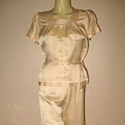 1930s Vintage Women's Pale Peach Satin  Lounging Pajamas Virginia Dare Size Small