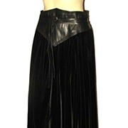 1980s Designer Vintage Wayne Clark for Aline Marelle Black Leather & Velvet Skirt Size Medium