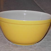 Pyrex 1  Quart Yellow Mixing Bowl