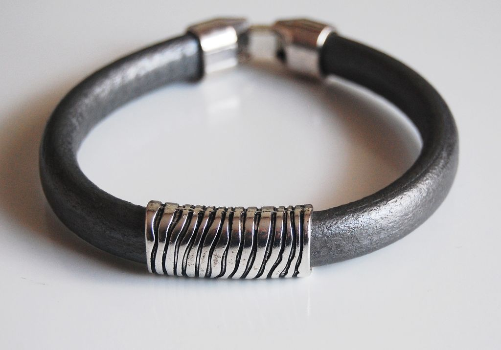 s silver color licorice leather bracelets leather