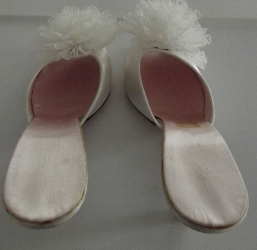 Vintage Bedroom Slippers from fhtv on Ruby Lane